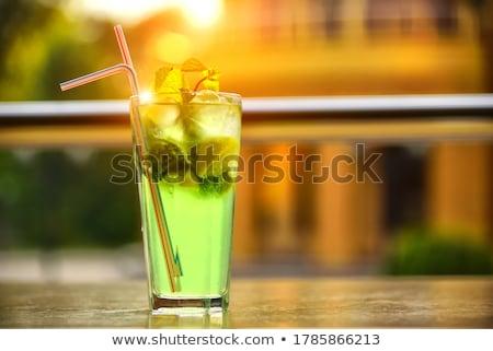 Erfrischend trinken Glas Wasser vier Eiswürfel Stock foto © alex_l
