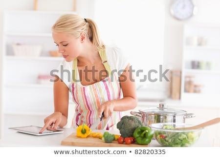 Szczęśliwy nowoczesne kuchnia kobieta Zdjęcia stock © ssuaphoto
