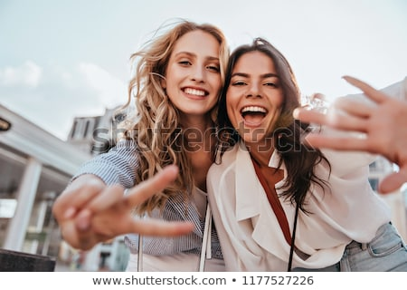 Foto d'archivio: Due · bella · ragazze · posa · felice · sorridere