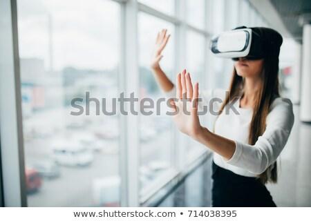 fiatal · hölgy · visel · virtuális · valóság · berendezés - stock fotó © deandrobot