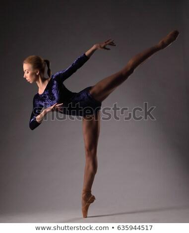Bailarina preto posando estúdio cinza Foto stock © master1305
