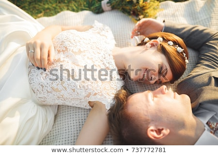 Stok fotoğraf: Romantik · yeni · evli · çift · öpüşme · park
