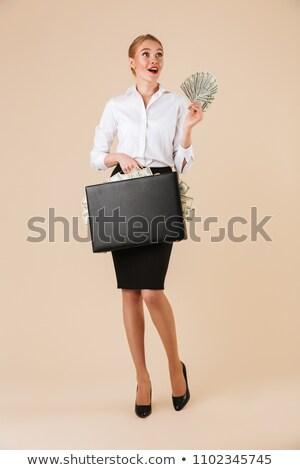 Izgatott érzelmes fiatal üzletasszony tart bőrönd Stock fotó © deandrobot