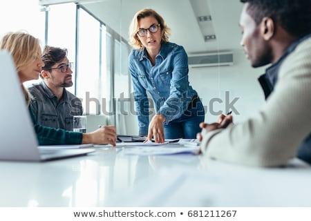 informal · gente · de · negocios · mesa · ordenador · ventana - foto stock © andreypopov