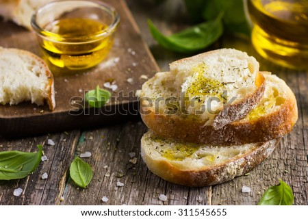 свежие · хлеб · оливкового · масла · бутылку · деревенский · таблице - Сток-фото © naltik