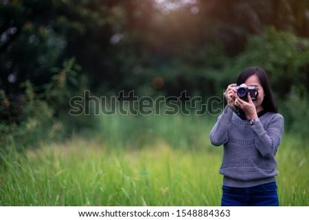 Stock fotó: Boldog · nő · film · kamera · kint · tél