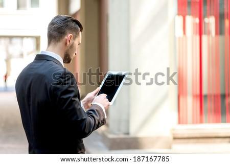 Widok z tyłu biznesmen tabletka biuro komputera człowiek Zdjęcia stock © wavebreak_media
