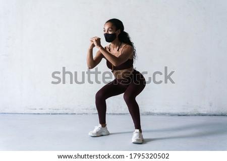 Obraz sportsmenka wykonywania odizolowany Zdjęcia stock © deandrobot