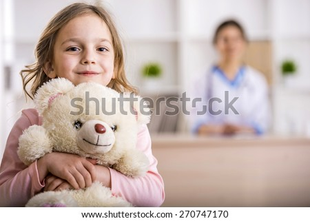 Doctor examining a child in hospital Stock photo © wavebreak_media