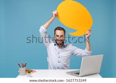 Homem trabalhando laptop vazio conversar bubbles Foto stock © wavebreak_media