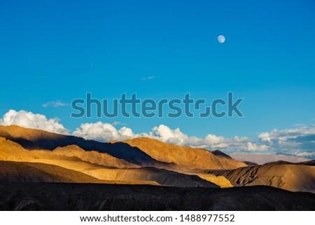 Himalaia Índia lua acima pôr do sol céu Foto stock © dmitry_rukhlenko
