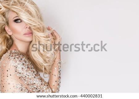 fiatal · szexi · nő · mini · ruha · gyönyörű · nő · pózol - stock fotó © elnur