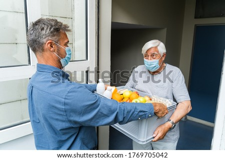 Lebensmittelgeschäft Essen Warenkorb helfen Holunder Senior Stock foto © AndreyPopov