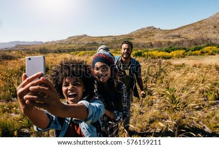 группа друзей Туристов походов Открытый Сток-фото © Maridav