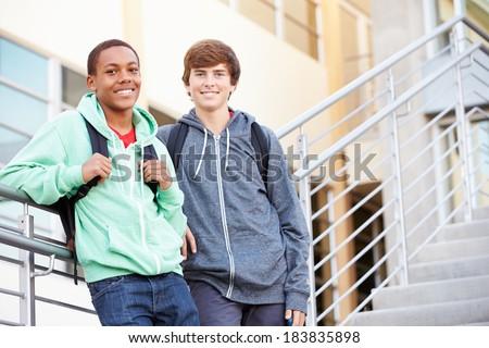 Iki Öğrenciler dışında okul ayakta birlikte Stok fotoğraf © Lopolo