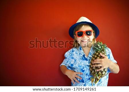 かなり 子供 着用 帽子 赤 コピースペース ストックフォト © dashapetrenko