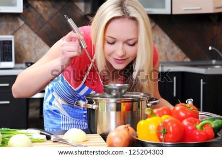 小さな · 幸福 · 女性 · 料理 · 野菜 · サラダ - ストックフォト © freedomz