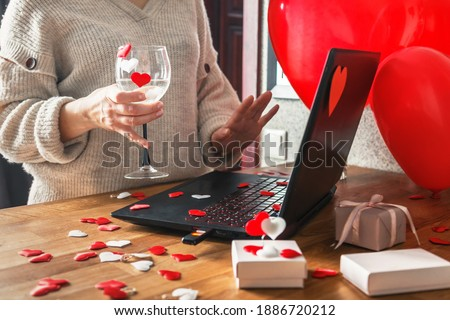 Feminino mao coraçao tela computador amor Foto stock © olira