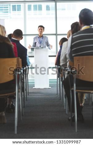 Ver jovem asiático empresário sorridente Foto stock © wavebreak_media