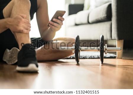 Súlyzós edzés program vonzó nő edzés kettlebell súly Stock fotó © jayfish