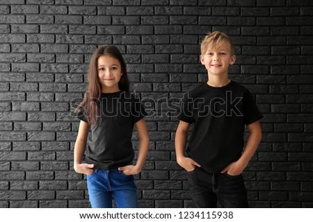 adolescente · menino · branco · tshirt · sorrir · oceano - foto stock © peredniankina
