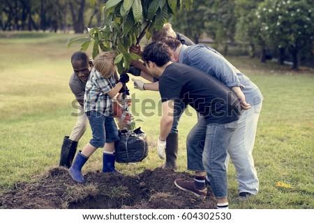 boldog · barátok · kertészkedés · közösség · napos · idő · férfi - stock fotó © dolgachov
