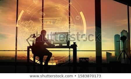 Fotógrafo escritório projeção sessão pôr do sol Foto stock © ConceptCafe