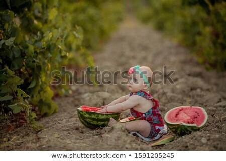 девушки голый землю зеленый виноград Сток-фото © ElenaBatkova