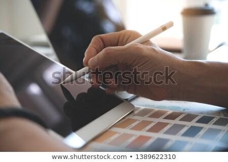 Met behulp van laptop computer telefoon muur ontwerp kunst Stockfoto © photography33
