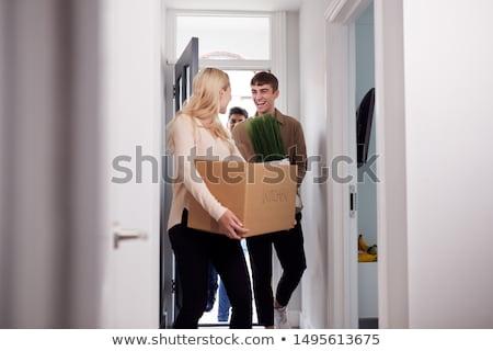 trei · în · mişcare · casa · noua · zâmbitor · femeie - imagine de stoc © photography33