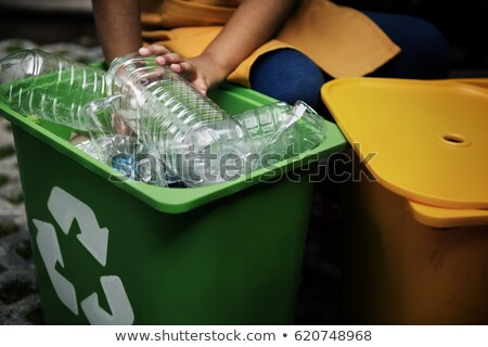 Kinderen recycling plastic flessen meisje kind Stockfoto © photography33