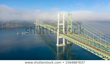 Híd torony egy tornyok felhőtlen kék ég Stock fotó © bobkeenan