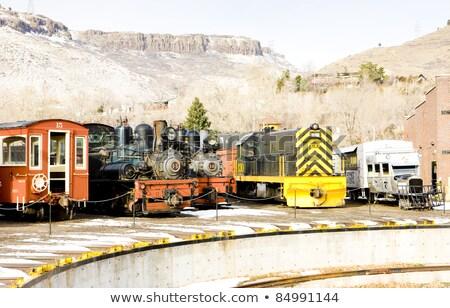 diesel · locomotief · gebouw · zomer · groene · architectuur - stockfoto © phbcz