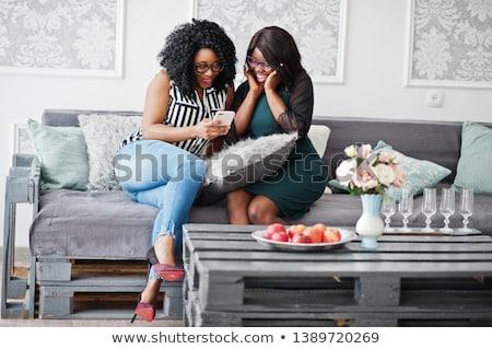 Dois meninas smartphones bastante mulher Foto stock © nenetus