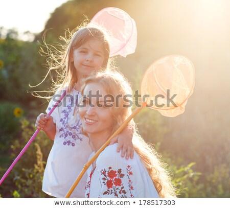 vrolijk · moeder · dochter · spelen · veld · insect - stockfoto © dashapetrenko