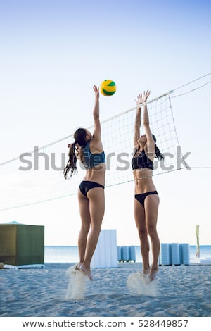 Foto stock: Mulher · jovem · voleibol · bola · com · praia · férias · de · verão