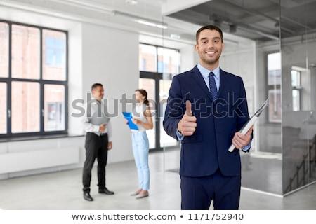 Pośrednik w sprzedaży nieruchomości folderze biuro nieruchomości Zdjęcia stock © dolgachov