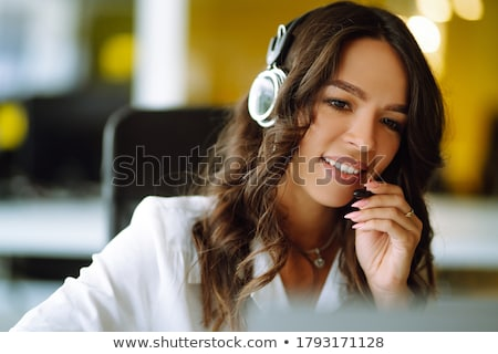 jonge · zakenman · laptop · microfoon · vervelen · internet - stockfoto © pressmaster