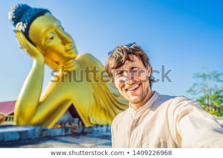 Boldog férfi turista Buddha szobor arc Stock fotó © galitskaya