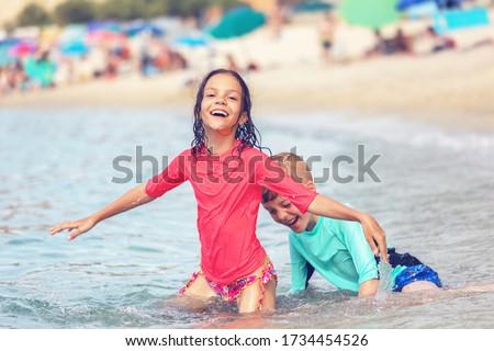 Inteligente menino praia diversão ondas crianças Foto stock © meinzahn