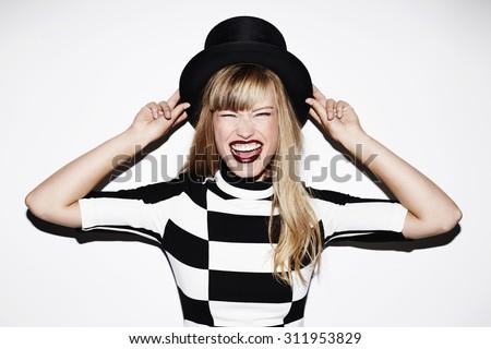 modelo · vestido · preto · posando · olhando · câmera - foto stock © wavebreak_media