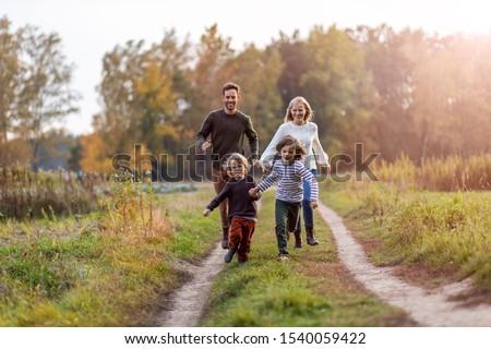 Aile yürüyüş alan mutlu aile beş çocuklar Stok fotoğraf © lichtmeister