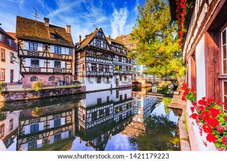 Utca Franciaország történelmi házak kerület virág Stock fotó © borisb17