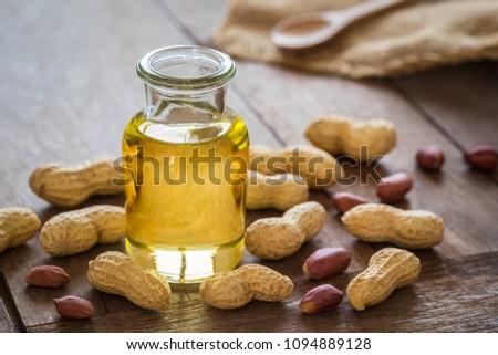 Naturale arachidi olio vetro arachidi jar Foto d'archivio © olira