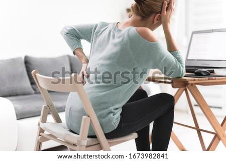Rugpijn computer slechte kantoor meisje vrouwen Stockfoto © AndreyPopov