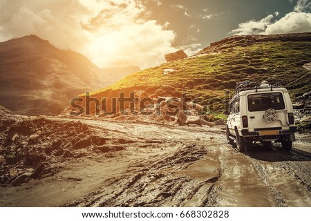 Auto landschap vallei berg bus bergen Stockfoto © dmitry_rukhlenko