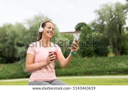 vrouw · drinken · bes · smoothie · restaurant · kleur - stockfoto © dolgachov