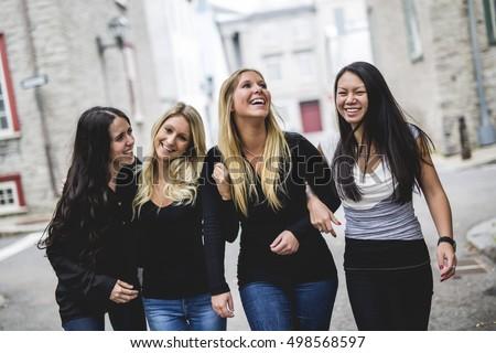 Quatro jovem bom menina amigo pessoas Foto stock © Lopolo