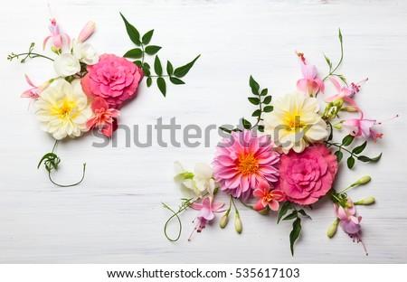 Florista buquê flores branco sorrir amor Foto stock © photography33