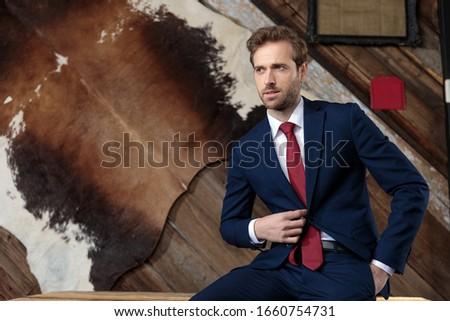 счастливым сидящий бизнесмен пальто сторона Сток-фото © feedough